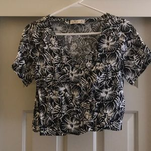 Hollister Cropped Floral Blouse NEVER WORN